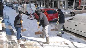 Karaman Belediyesi karla mücadele ediyor