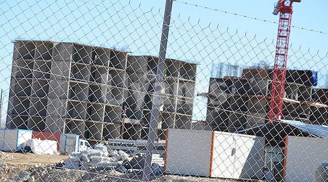 Karaman'da inşaattan düşen işçi ağır yaralandı