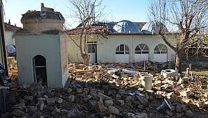 Karaman'da yıldırımın isabet ettiği caminin minaresi yıkıldı