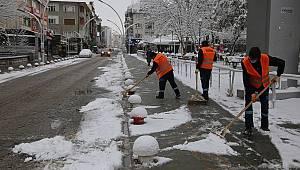 Karaman Belediyesi ekipleri kar mesaisini sürdürüyor