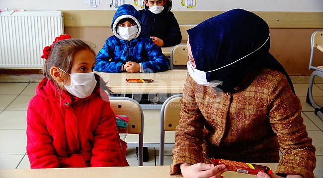 Kaymakam Efe'den Minik Öğrencilere Sürpriz Ziyaret