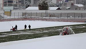Kemal Kaynaş Stadyumunda Kar Temizleme Çalışmaları Aralıksız Sürüyor