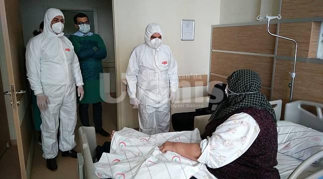 Vali Işık, Hastanede Covid Tedavisi Gören Hastaları Ziyaret Etti