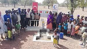 Saadet Partisi Karaman Kadın Kollarından Afrika'ya su kuyusu