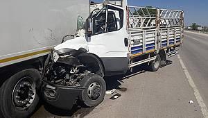 Karaman'da kamyonet park halindeki çekicinin dorsesine çarptı: 1 ölü