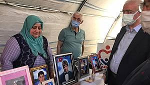 Ak Partililer Diyarbakır Annelerinin Evlat Nöbetine Destek Verdiler