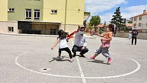 Bu projeyle çocuklar büyüklerinin oynadığı oyunları öğreniyorlar