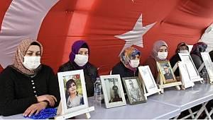 Evlat Nöbetindeki Annelere Destek Olmak İçin Ak Parti İl Teşkilatı Diyarbakır'a Gidiyor