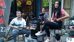Karaman'da Sokak Müzisyenleri İlgi Gördü