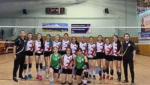 Karaman Spor Lisesi Voleybol Takımı 2. Lige Yükselmek için mücadele edecek