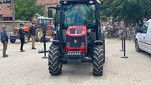 Köylerde Traktörlerin Vize İşlemlerinin Birinci Bölümü Tamamlandı