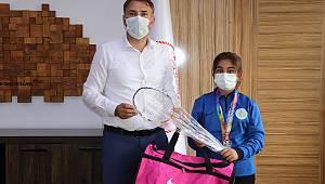 Şampiyon Makbule Çataldaş'a İl Müdürü Bebek'ten Ödül