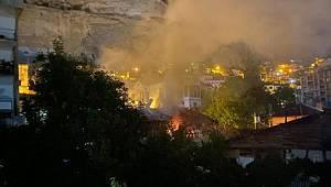 Ermenek ilçesinde çıkan yangında iki ev hasar gördü