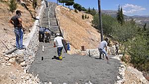 Ermenek'te Ulaşımı Zor Yerlere Merdivenler Yapılmaya Devam Ediyor