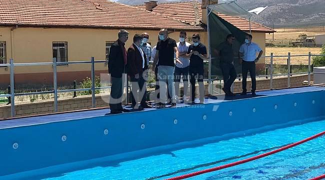 Kazımkarabekir Yüzme Havuzu Yüzme Öğrenmek İsteyenleri Bekliyor