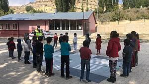 Karaman'da jandarmadan öğrencilere trafik eğitimi