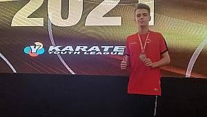 Karamanlı Karateci Halıcı tüm rakiplerini yenerek şampiyon oldu