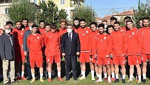 Vali Işık'tan Karaman Belediyespor'a Sürpriz Ziyaret