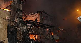 Ermenek İlçesinde Çıkan Yangında 5 Ev Kül Oldu